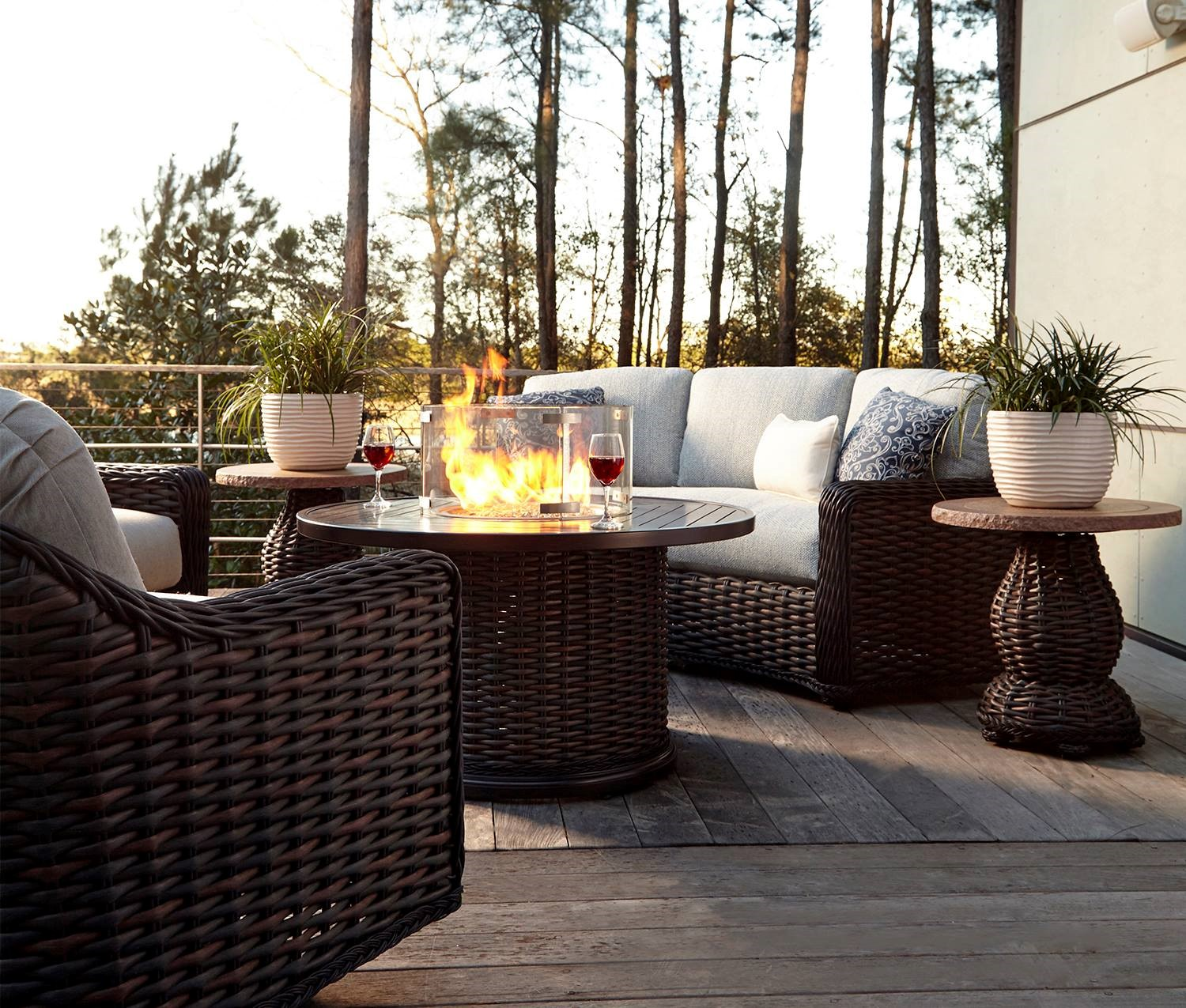5 Stylish Patio Furniture and Accessories for Summer